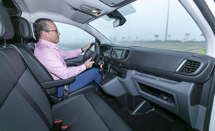 Notable posición al volante