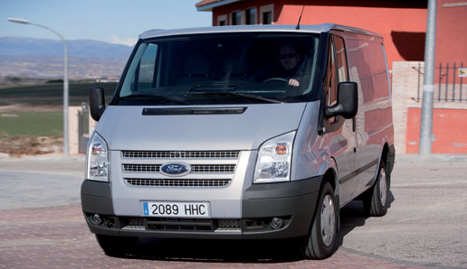 Vista frontal de la Ford Transit